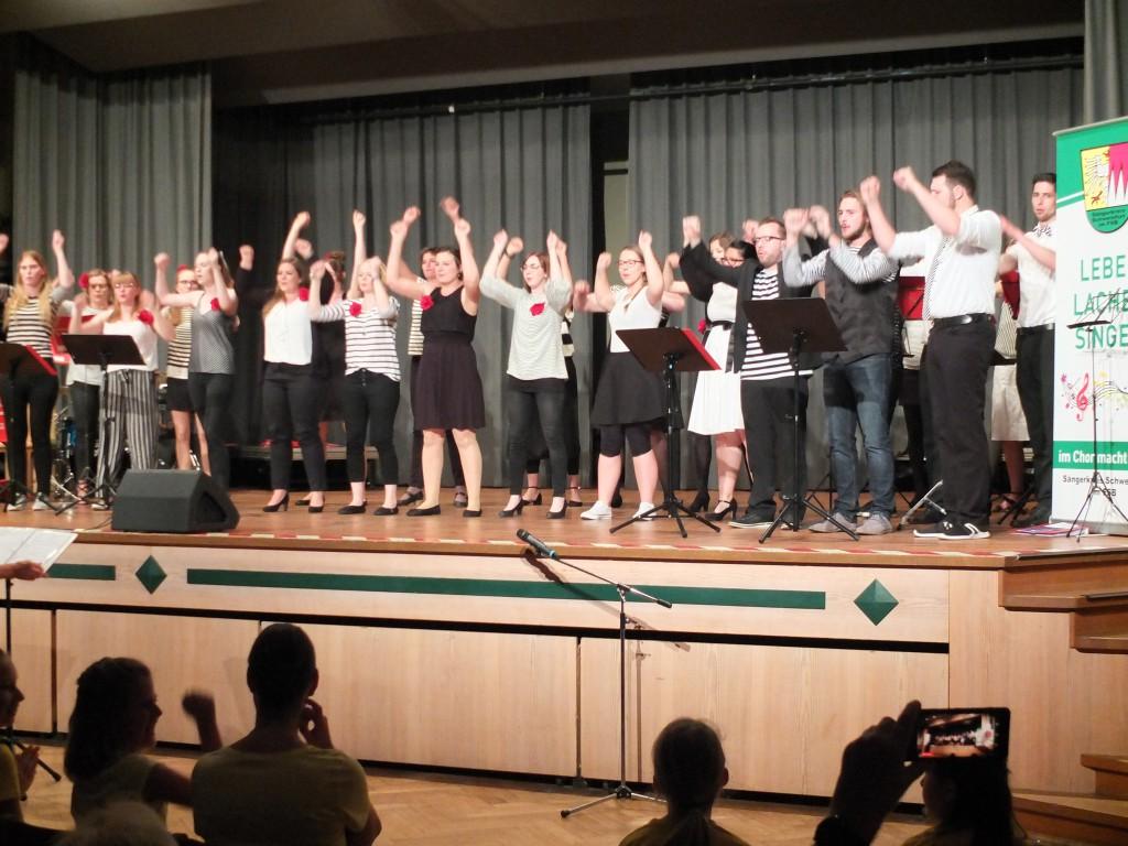 Mittendrin beim Jubiläumskonzert der Chorjugend am 1. Juni 2019 in der Oskar-Herbig-Halle. (Foto: Wolfgang Klemm)