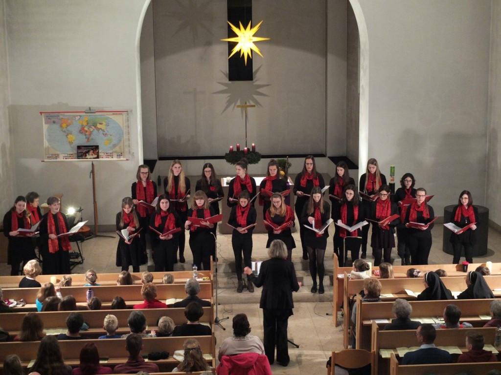 Der Jugendchor beim Weihnachtskonzert der Nachwuchschöre am 22. Dezember 2019. (Foto: Wolfgang Klemm)