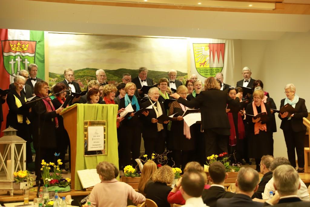 Auftritt des Gemischten Chores in Eußenhausen 2019 unter dem Dirigat von Marianne Klemm. (Foto: Klaus Reder)